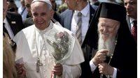 Le Pape et le Patriarche Bartholomée sur l'île grecque de Lesbos,le 16 avril 2016.