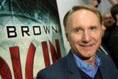 """Dan Brown, l'auteur du<br>""""Da Vinci Code"""", annonce que<br>«&nbsp; Dieu est mort&nbsp;»"""