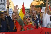 RT.com publie une photo laissant croire que les partisans de l'unité de l'Espagne sont des «fascistes»