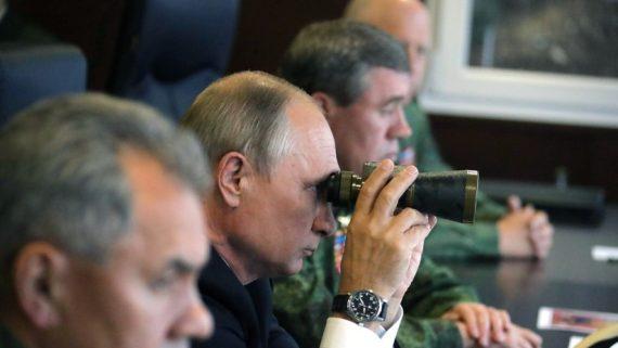 Russie lancement quatre missiles balistiques intercontinentaux manoeuvres dirigées Poutine
