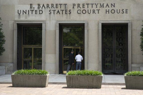 juge fédéral administration Trump avortement mineure clandestine