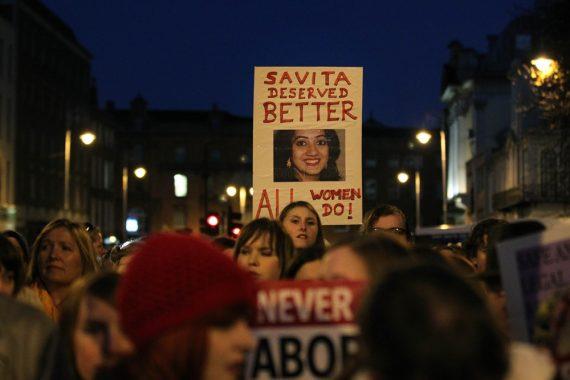 objection conscience hôpitaux Irlande légalisation avortement