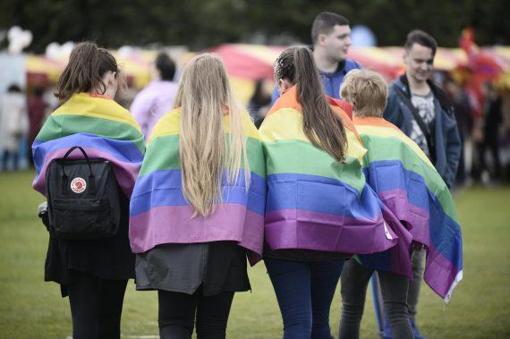 prêtre catholique écossais enseignement questions LGBT écoles