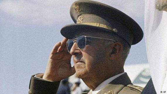200000 Espagnols pétition Parlement démantèlement Fondation nationale Francisco Franco