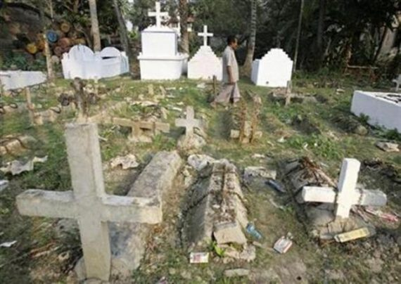 Goa Eglise catholique passer plastique jour défunts