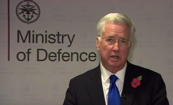 MeToo secrétaire défense britannique Michael Fallon démission main cuisse journaliste