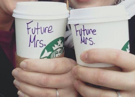 Starbucks fête Noël diversité couple lesbiennes