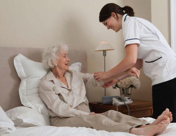 système santé soviétoïde britannique pénurie infirmières domicile