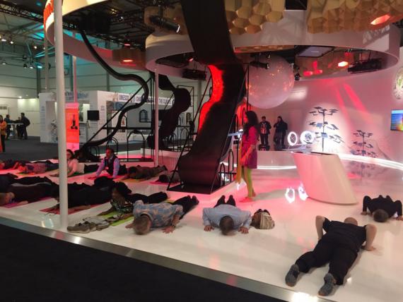 yoga must COP 23 Bonn pavillon indien participants plat schtroumpf