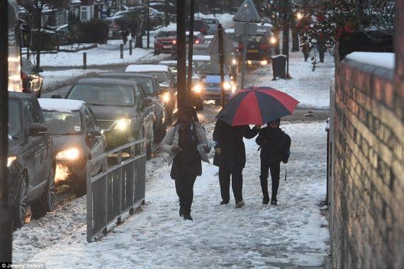 écoles Royaume Uni fermées neige disparu