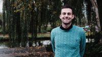 Joshua Sutcliffe, le professeur renvoyé pour avoir «mal genré» une fille trans attaque en justice pour «discrimination religieuse»