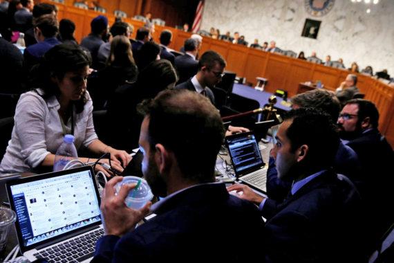 Cinq commissaires européens géants Internet contenus illégaux