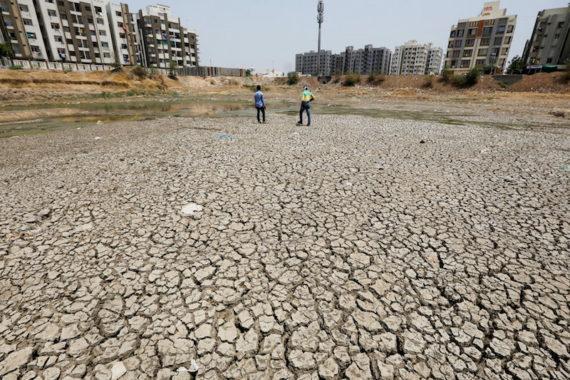Même réchauffistes révisent prédictions baisse