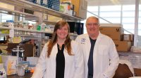 Le Dr Marie-Claude Bourgeois-Daigneault  et le Dr John Bell espèrent que les virus feront progresser l'immunothérapie contre le cancer