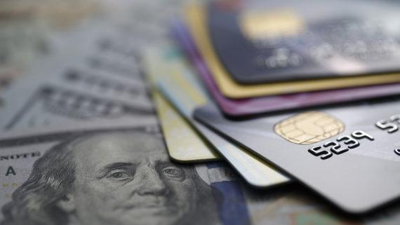 dette cartes crédit Etats Unis 1000 milliards dollars totale première fois
