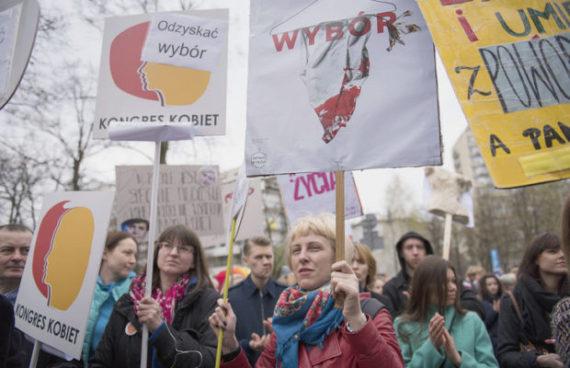 initiative citoyenne avortement Pologne Diète