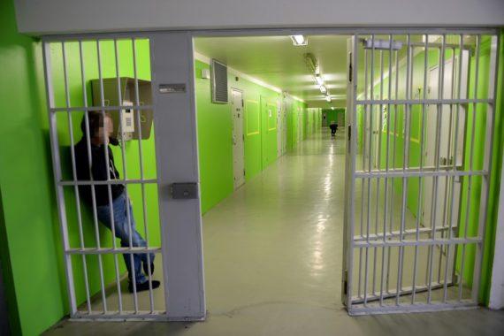 téléphones fixes cellules prisons détenus