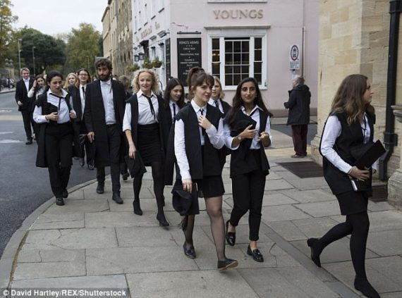 université Oxford étudiantes quart heure plus examens
