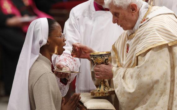 Pétition mondiale évêques bancs communion fidèles genoux
