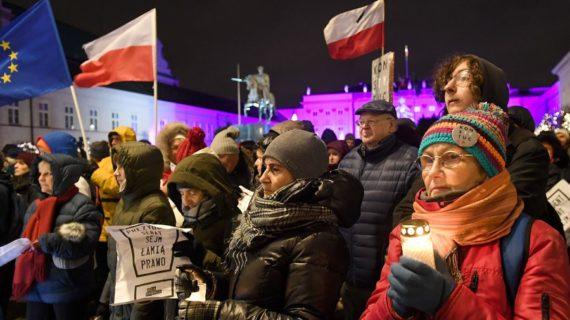 loi contre travail dominical Pologne président Duda