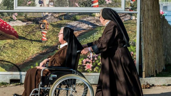 prêtres religieux Flandre chute libre