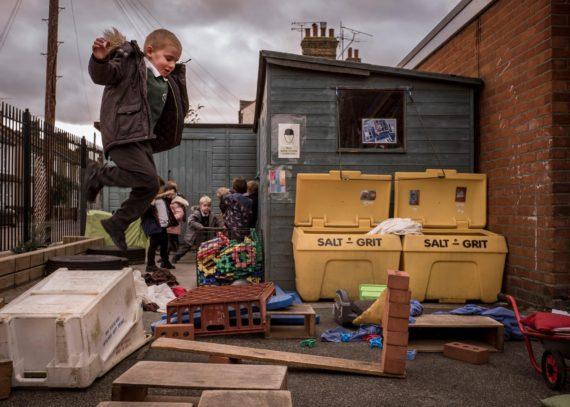 aires jeux enfants abandon risque zéro principe précaution Royaume Uni