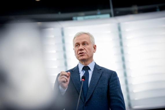 droits fondamentaux France résolution Parlement européen Marek Jurek