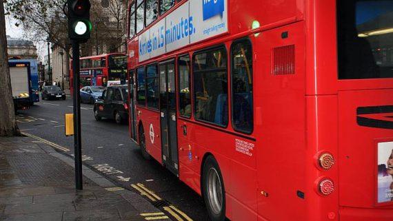 villes Pays Galles feux tricolores vert bus retard horaires