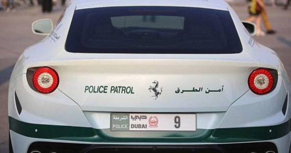 plaques immatriculation digitales Dubaï police véhicules