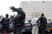 La loi antiterroriste adoptée par l'Assemblée: suspicion et arbitraire