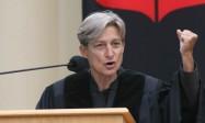Judith Butler récompensée par l'Université suisse; la faculté de théologie désapprouve