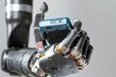 Un bras robotisé contrôlé par le cerveau…