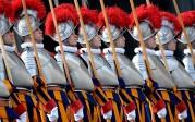 Le pape François s'attaque aux Gardes suisses