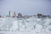 La photo: les chutes du Niagara gelées