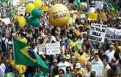 Brésil: la crise économique et le scandale Pétrobras poussent 1,5 million de manifestants à réclamer la destitution de Dilma Rousseff