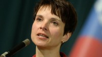Frauke Petry, porte-parole d'Alternative pour l'Allemagne (AfD), agressée au restaurant par des antifas