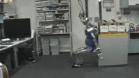 Vidéo: Un robot capable de trouver seul la meilleure posture pour déplacer un objet lourd