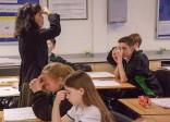 Des professeurs chinois choqués par l'attitude des élèves et la disparition des méthodes d'enseignement traditionnelles  lors d'un séjour dans une école britannique