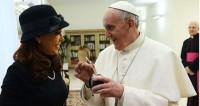 Visite à Cuba: le pape François condamne plus durement le capitalisme que le communisme, regrettent des opposants