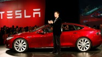 Tesla invente la voiture qui obéit au doigt et à l'oeil