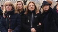 Les filles de Jacqueline Sauvage et ses avocates, lors d'un rassemblement contre sa condamnation en appel, le 12 décembre 2015 à Paris.