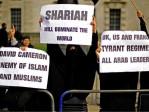 Theresa May, ministre de l'Intérieur: les musulmans du Royaume-Uni tirent un «grand» profit de la charia