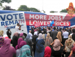 Islam: aux meetings du maire de Londres Sadiq Khan contre le Brexit les femmes sont au fond de l'assistance