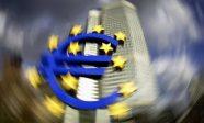 La BCE réduit ses achats de dettes publiques, relançant la crainte d'une faillite de plusieurs Etats, Italie en tête