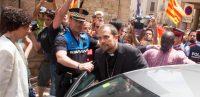 L'évêque de Solsona, en Espagne, a dû sortir d'une église sous escorte policière