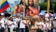 En Chine, des catholiques essayent d'empêcher la destruction des bâtiments autour de leur église à Wangcun
