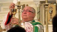 Mgr Robert Morlino de Madison, Wisconsin, invite tout son diocèse à prier l'archange saint Michel pour lutter contre le mal dans le monde