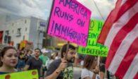 Les Américains noirs sont les plus favorables à la réduction drastique des niveaux d'immigration légale!