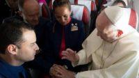 Mariage en plein vol: le pape François met en œuvre ce qu'il pense