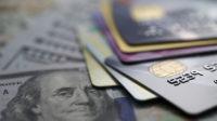 La dette totale sur les cartes de crédit aux Etats-Unis a atteint les 1.000 milliards de dollars pour la première fois l'an dernier